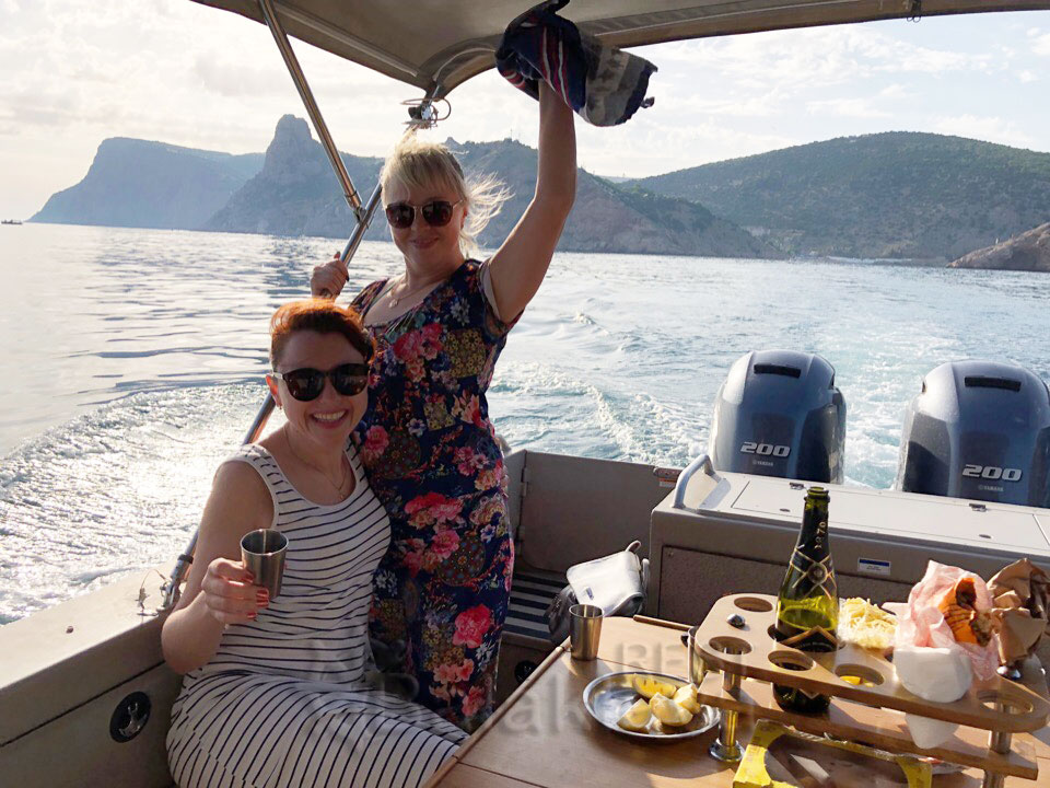 birthday-on-a-boat-in-crimea