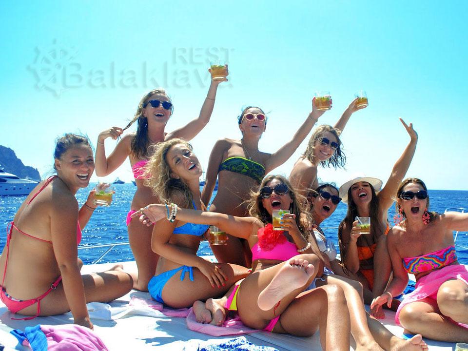 holiday on a yacht in Crimea