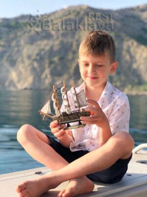 rest-in-Sevastopol-on-a-boat